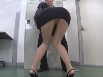 Smoking Hot Milf Boss Attacks Junior Employee at the Locker Room  Reiko Kobayakawa