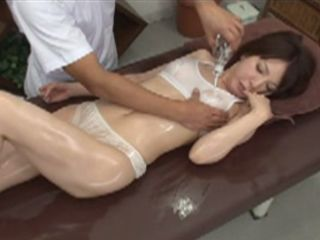 Dirty Masseur Get Oiled And Horny His Naive Client