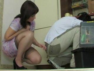 Mature Housewife Abuse and Fucks Young Repairman