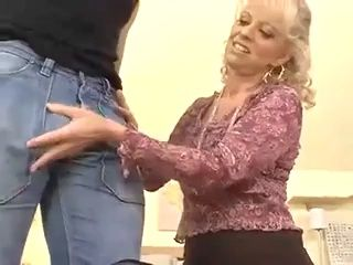 After Many Years Divorced Mature Mom Got Opportunity To Feel Rock Hard Dick