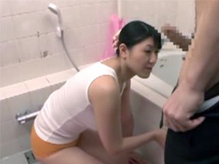 Cleaning The Bathroom In Tight Shorts Attract Attention Of Immodest Bosses Son