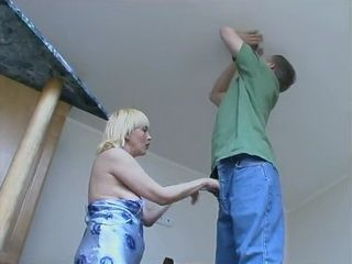 Horny Mature Housewife Fucks Repair Boy
