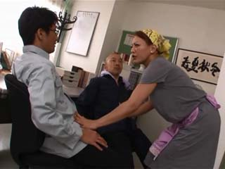 Mature Waitstuff Minegishi Fujiko Gave Unexpected Bonus To Her Boss And His Assistant
