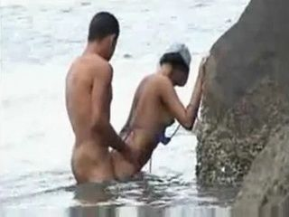 Amateur Couple Gets Caught Fucking On The Beach