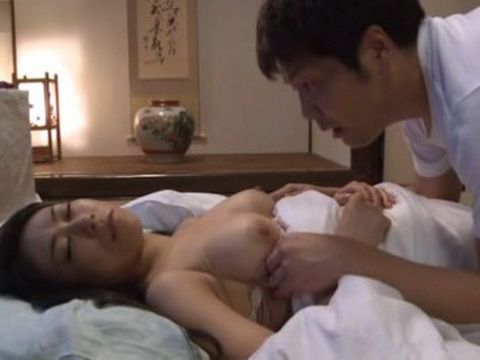 Sleeping Stepmother Aoyama Maki Abused Late at Night By Perverted Teenager