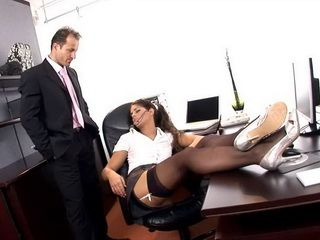 Sexy Secretary Brings Sexual Delights