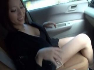 Ruri Saijo Gives Blowjob In Car