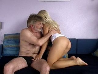 Older Guy Fucked bEautiful Blonde And Splashed Her Mouth With Sprem