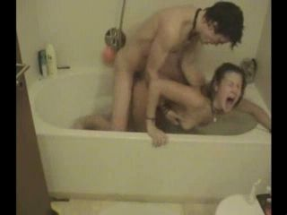 Amateur Screamer Fucked Hard In A Bathtub